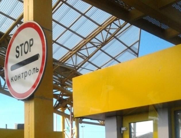Волинські митники попереджають: усі документи на авто з іноземною реєстрацією ретельно перевіряються