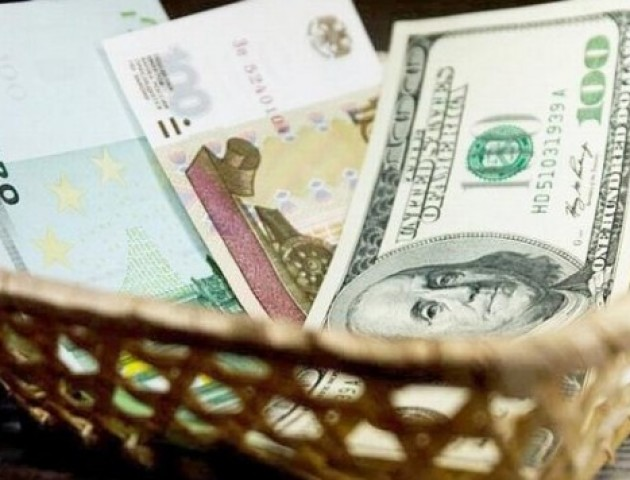 Курс валют на 2 листопада: гривня суттєво падає щодо євро, долар також дорожчає