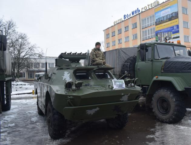 У Володимирі-Волинському показали військову техніку та зброю. ФОТО