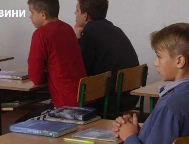 «За вигук «Слава Україні» вчитель поставив мене в куток», - скандал у школі на Рівненщині. ВІДЕО