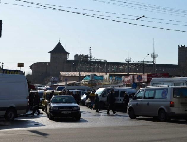 У Луцьку підприємець частину парковки віддав «під торгівлю»