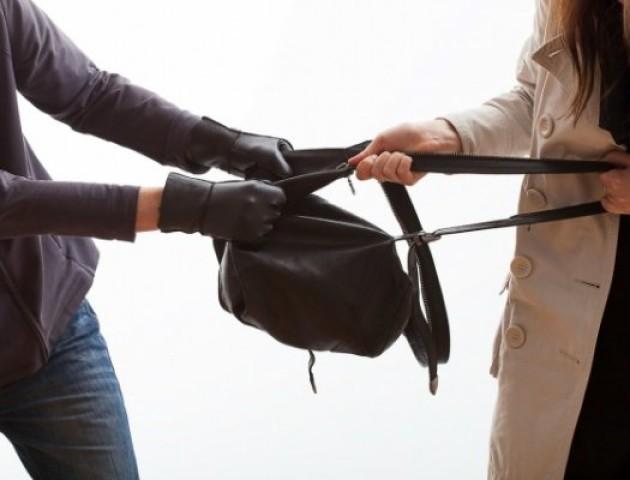 У волинянки двоє невідомих відібрали сумку з «ювеліркою», документами та телефоном