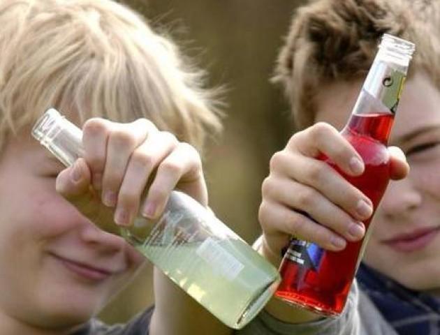 У Луцьку госпіталізували підлітків, які отруїлися алкоголем. ВІДЕО