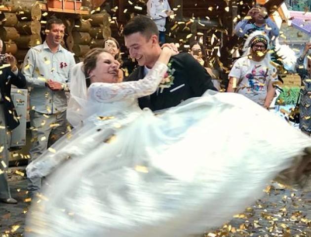 Відомий волинський ведучий одружився. ФОТО. ВІДЕО