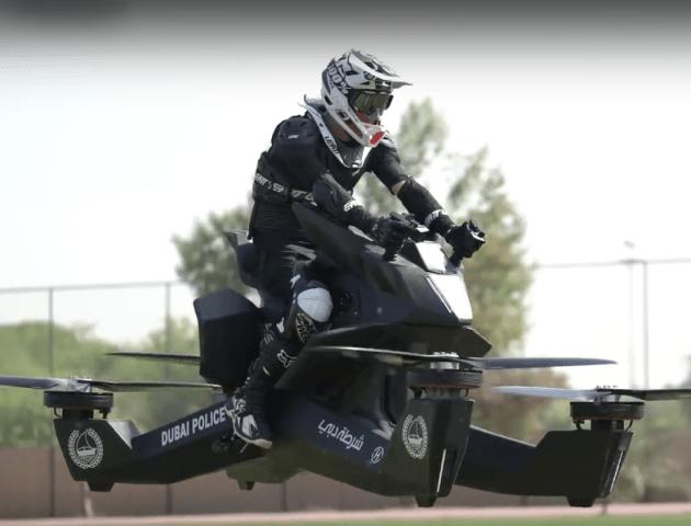 У Дубаї поліцейські вчаться керувати літаючим мотоциклом