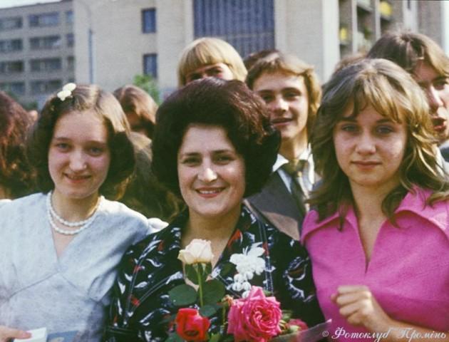 Пишні шевелюри та червона доріжка: луцький фотограф показав ретро-світлини випускників 1976 року