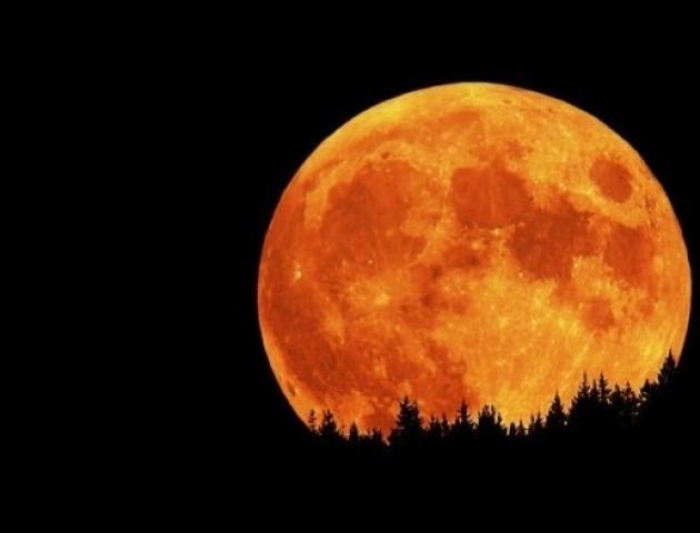 Великий та іржавий. Вночі буде рідкісне місячне затемнення