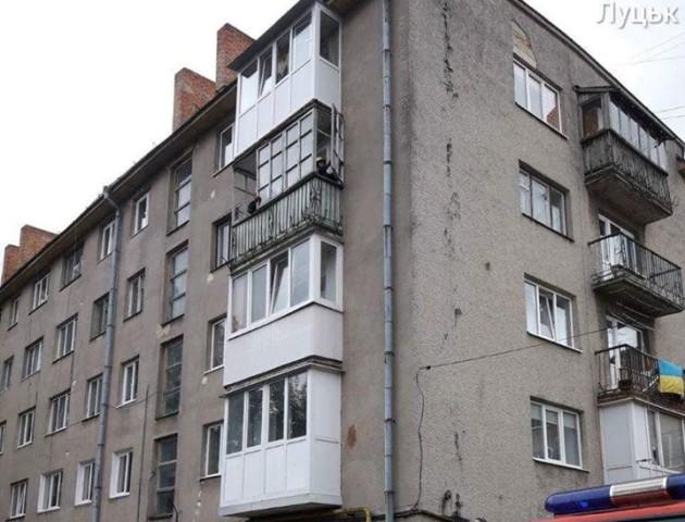 У Луцьку знесли аварійний балкон. ФОТО