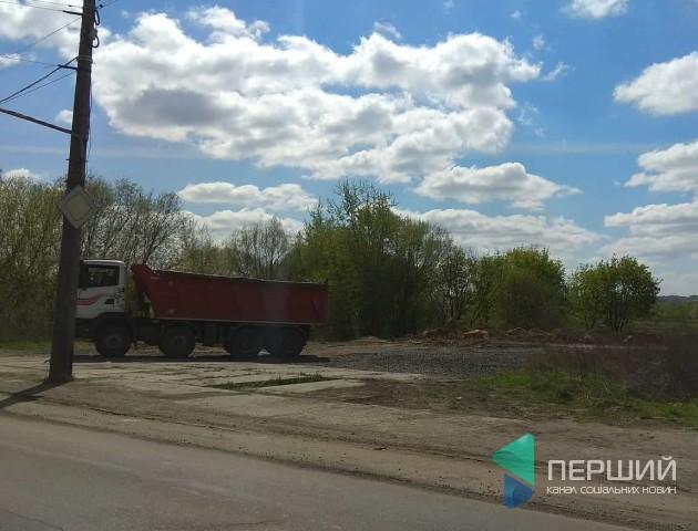 Землю з котловану ЖК «Яровиця» перевозять до заплави річки Стир, - очевидці