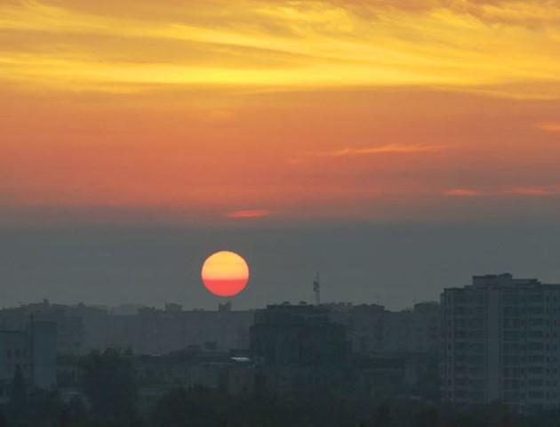 Казковий схід сонця у Луцьку. Неймовірні фото