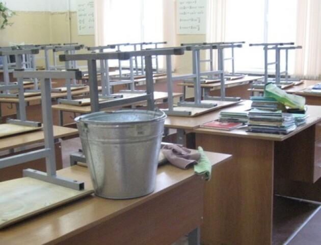 Прибирання у класі: що можна робити школярам, а що – заборонили