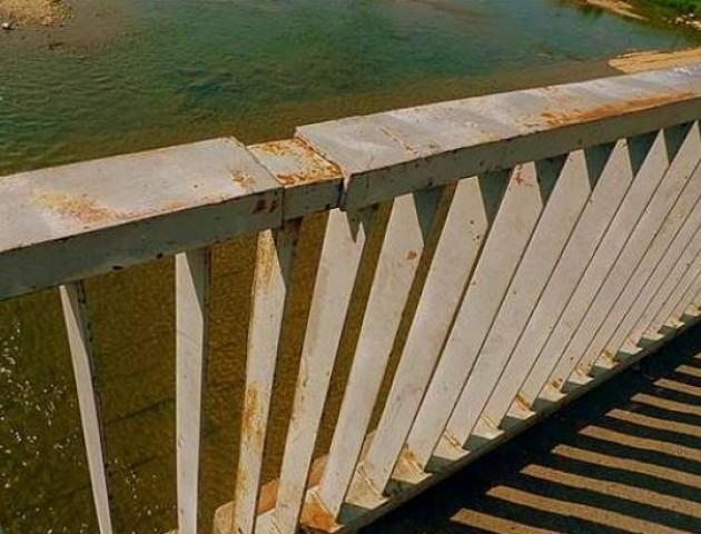 Дідуся, який стрибнув з моста у Луцьку, відпустили додому