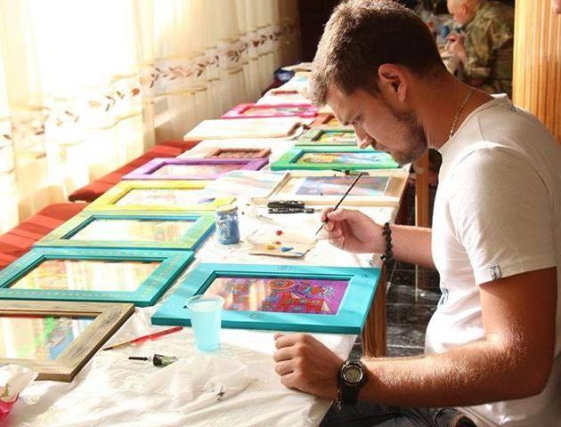 У Луцьку відкрили виставку картин учасника АТО. ВІДЕО