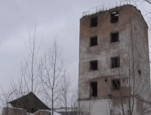 Лучанин провалився у двометрову яму в закинутій будівлі: подробиці трагедії. ВІДЕО