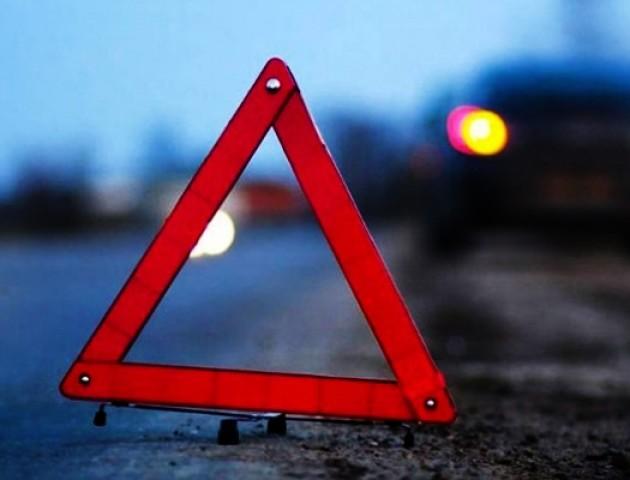 Аварія на Волині: мотоцикл в'їхав у бус, госпіталізували пасажира