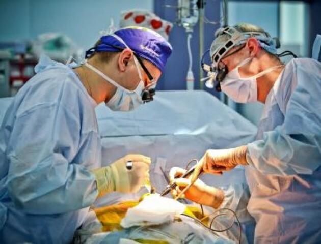 «Рідкісний випадок у хірургічній практиці». У Луцьку дівчинці-підлітку видалили величезну пухлину