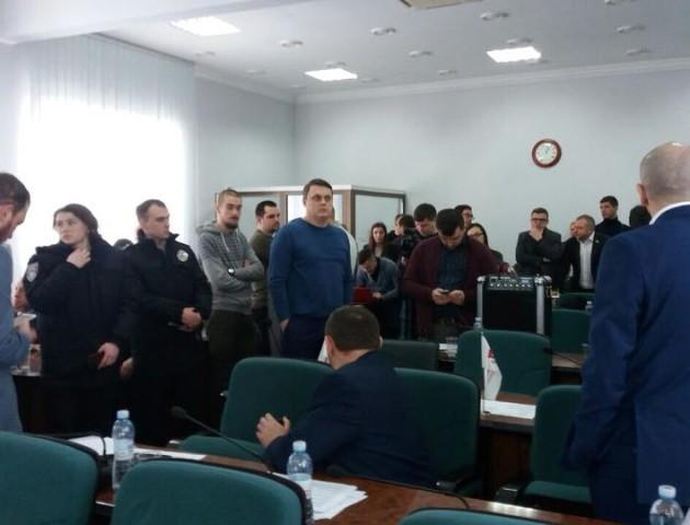 Муніципали пояснили свої дії на скандальній сесії