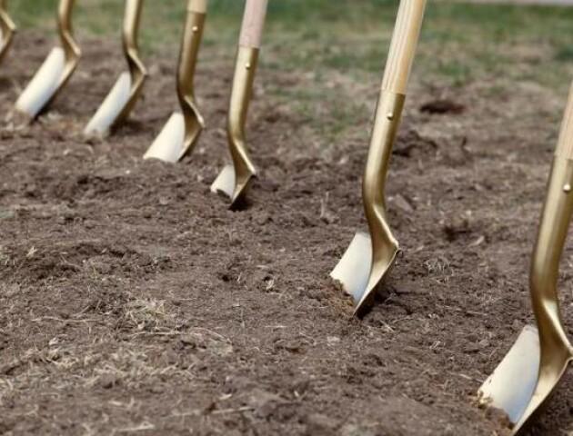 «Дерибан» на Горохівщині: землю хочуть роздати мешканцям інших областей, – депутат