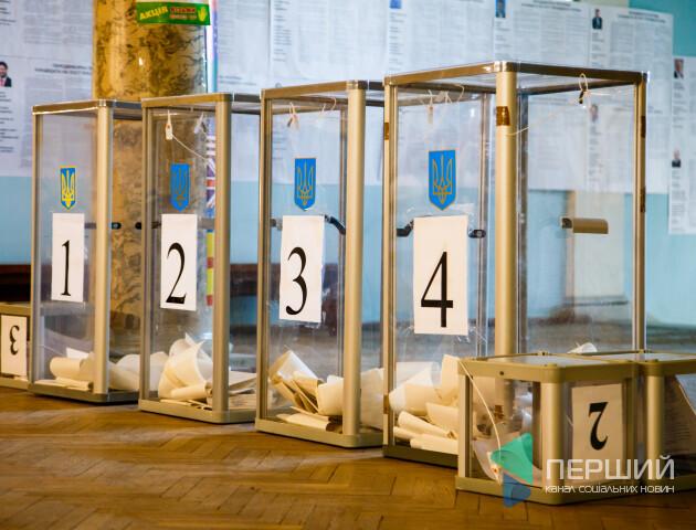 У день виборів у Луцьку роздавали агітматеріали. Які ще порушення фіксують в області