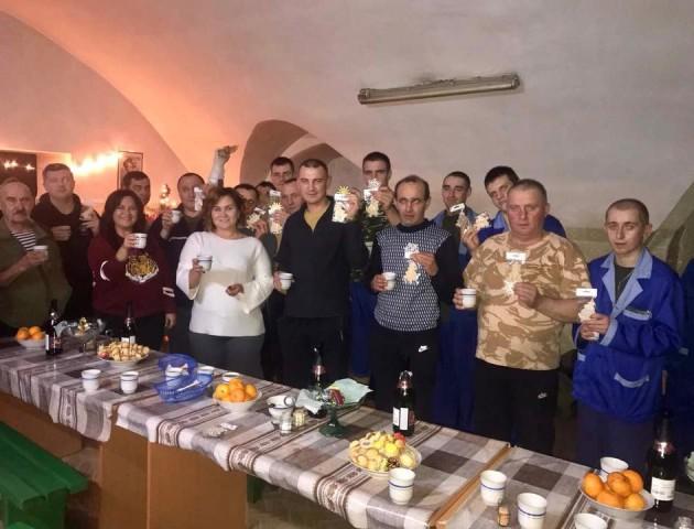 Волинські волонтери зустріли Новий рік з бійцями АТО у госпіталі