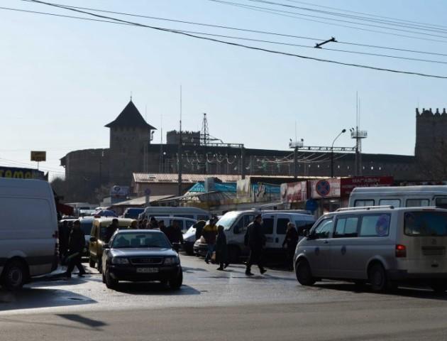 Ділянку біля Старого ринку використовуватимуть як парковку