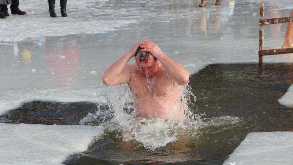 Як купалися на Водохреще у Шацьку. ФОТО