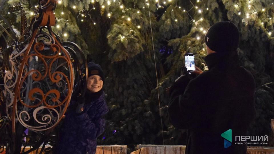 Різдвяний вечір у центрі Луцька. ФОТО
