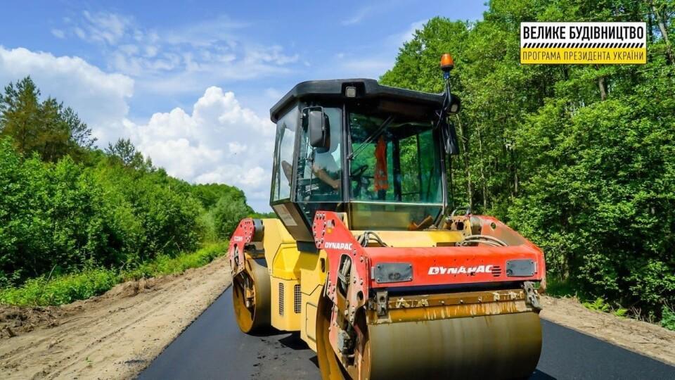 На Волині ремонтують дорогу від Шацька до Любохин