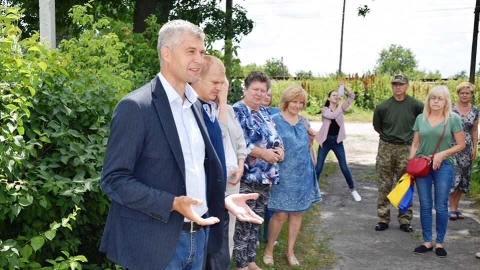«Мали 30 підприємств, а зараз немає де працювати людям…» - житель Сенкевичівки до Рубльова