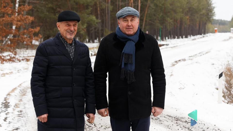 Як два «губернатори» лісову дорогу відкривали. З поїздки Володимира Бондаря на Волинь. РЕПОРТАЖ
