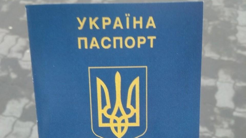 Використовують герб, прапор і навіть «паспорт»: на Волині взялися за неправильну агітацію. ФОТО