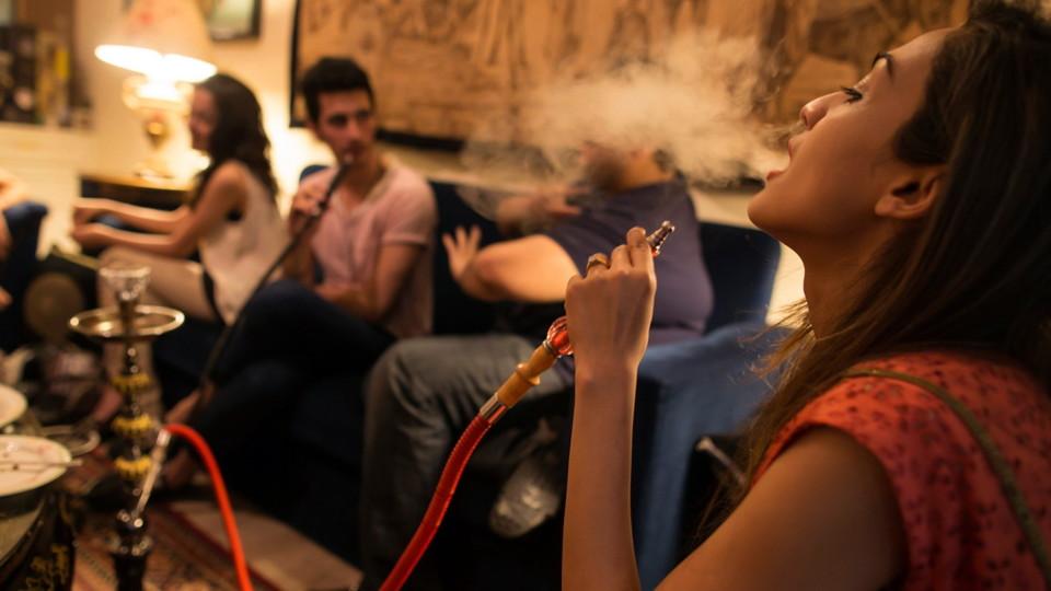 Чому не варто курити кальян
