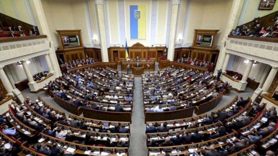 В Україні прийняли антикризовий закон. Що це означає для бізнесу, медицини та громадян?