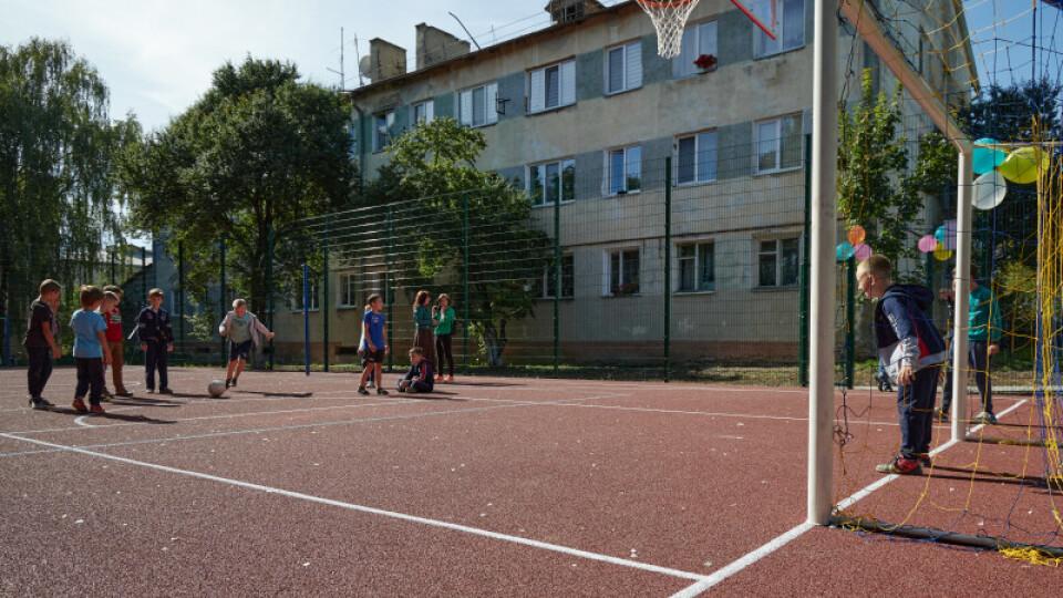 У Луцьку відкрили ще один спортмайданчик  із поліуретановим покриттям