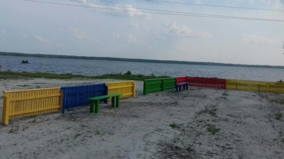Біля озера Люцимер будують майданчик для дітей