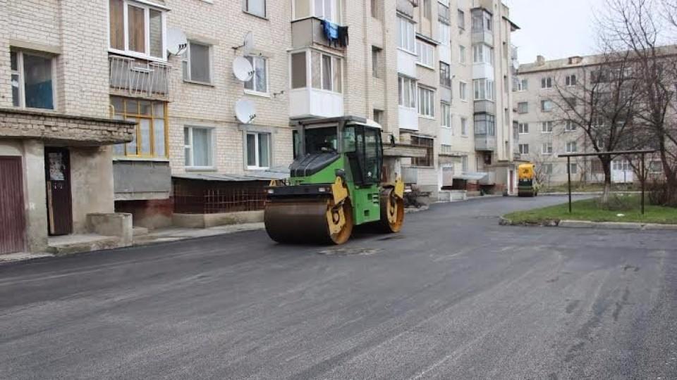 Які вулиці та двори ремонтують у Луцьку
