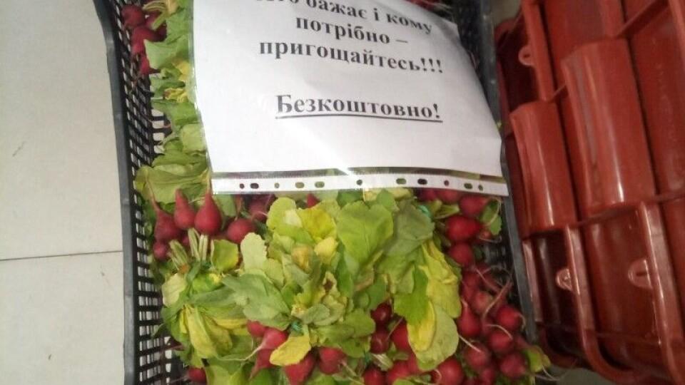 Агровиробники з Волині безкоштовно роздають огірки, редиску та зелень