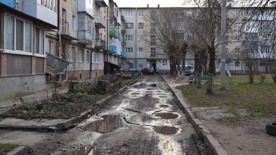 У центрі Луцька відремонтують  двір за понад 4 мільйони гривень