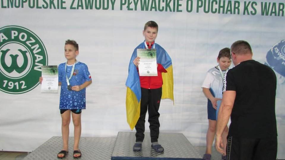 Юний плавець з Луцька отримав 50 злотих за перше місце на змаганнях  в Польщі. ФОТО