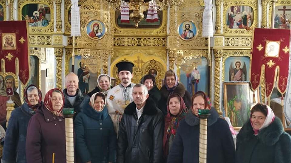 Перехід в ПЦУ у Брониці:  у храмі відслужили  першу літургію українською. ФОТО