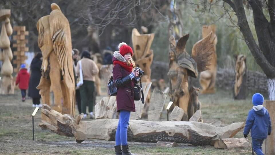 У Луцьку урочисто відкрили парк дерев'яних скульптур