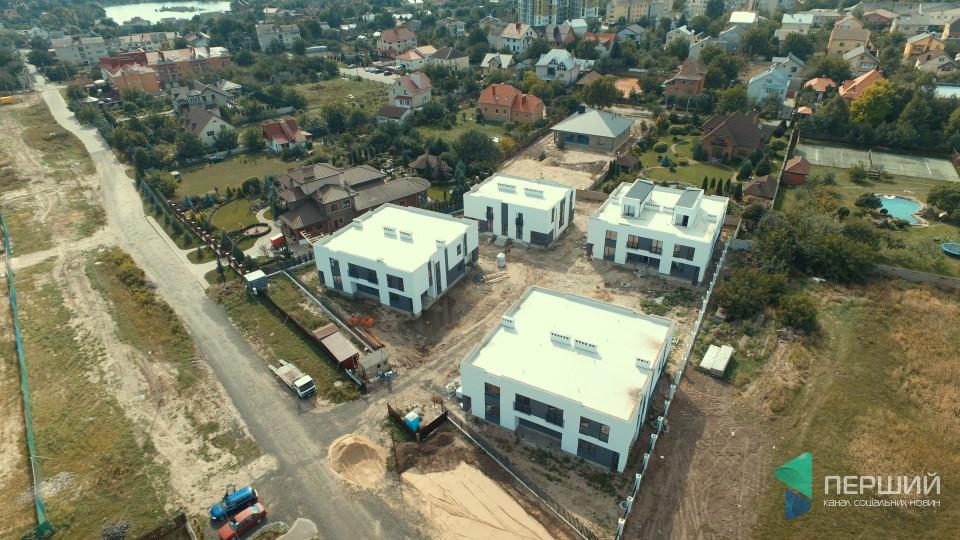 Комфорт та нестандартний дизайн: біля Луцька продають житло нового типу. ФОТО