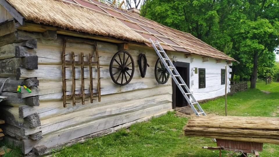 На Волині у музеї просто неба відновили хату, якій понад 150 років