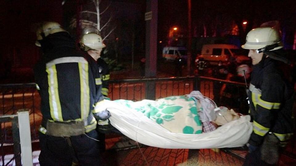 «Пацієнтів на ШВЛ виносили на руках». У Запоріжжі – смертельна пожежа в інфекційній лікарні