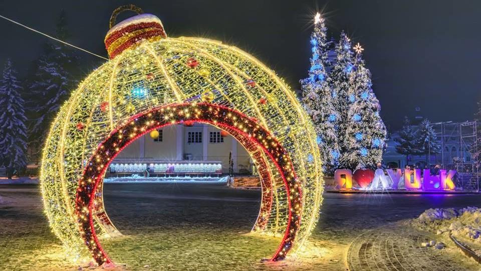 Безлюдно і яскраво: Луцьк напередодні Нового 2019 року. ФОТО