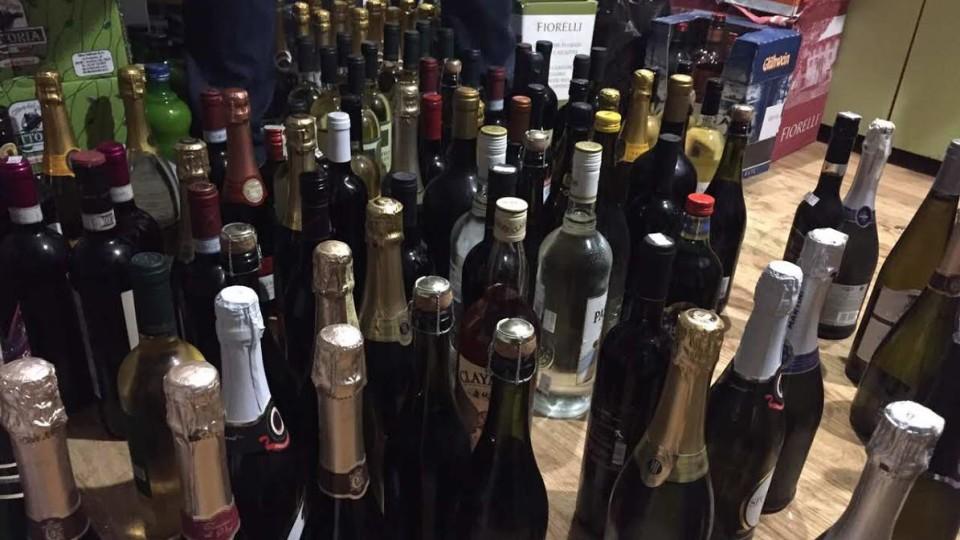 У Луцьку затримали бус, «набитий»  незаконним шампанським з Італії