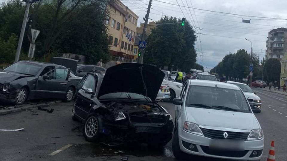У Луцьку на Ковельській зіткнулися три автівки. Подробиці аварії