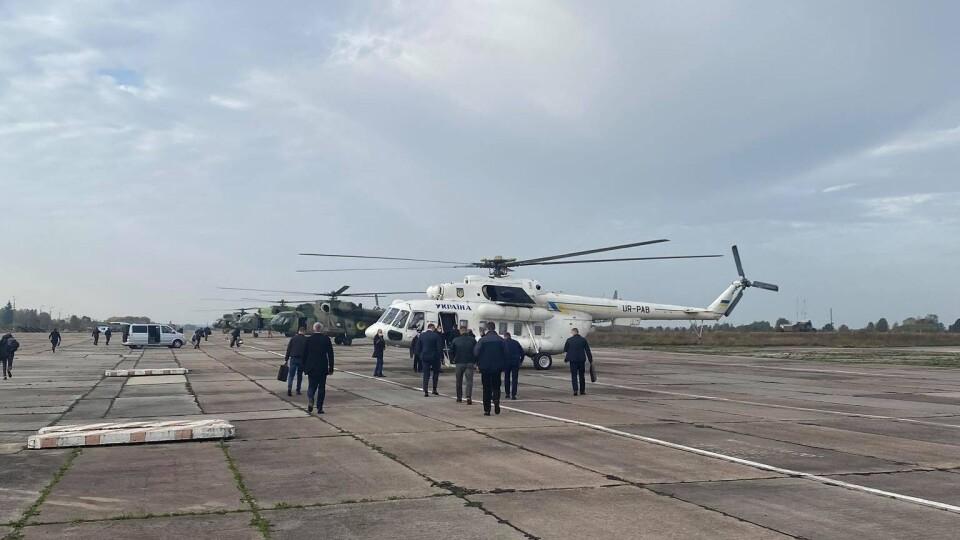 Літак із Зеленським приземлився у Луцьку