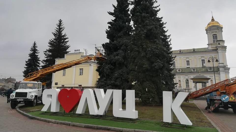 З фотозони «Я люблю Луцьк» в центрі міста зникла буква. ФОТО