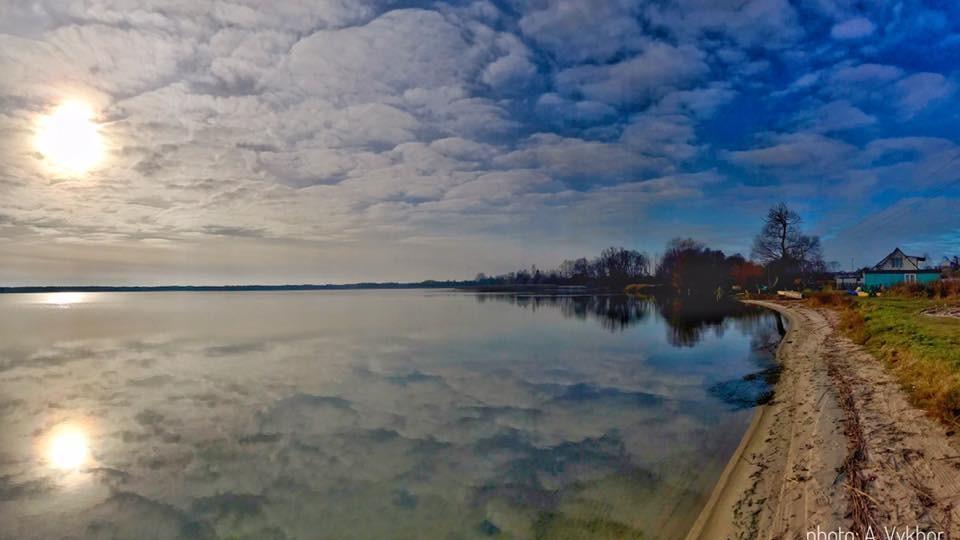 Фантастичні світлини озера на Волині